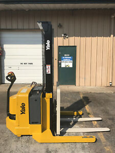 2006 Yale Walkie Stacker Walk Behind Forklift Straddle Lift only 520 Hours