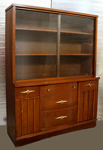 Vintage Mid Century Modern Stanley China Curio Cabinet Walnut Wood 2 Glass Doors