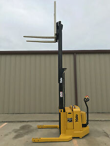 2004 Yale Walkie Stacker Walk Behind Forklift Straddle Lift Only 1357 Hours