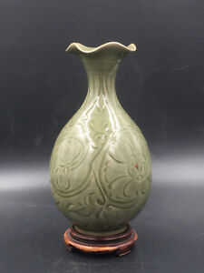 A Finely Carved Longquan Celadon Glazed Peony Bottle Vase Yuhuchunping