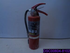 Used Sentry 5lb Fire Extinguisher Model Aa05s 1 D 06919383