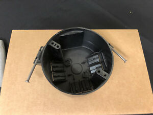 Southwire Romex Plastic 4 Electrical Ceiling Box Round Lot Of 75