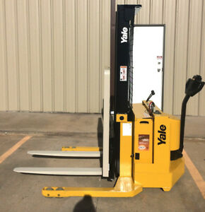 2000 Yale Walkie Stacker 12 Volt Straddle Walk Behind Forklift 2800 Lb Cap