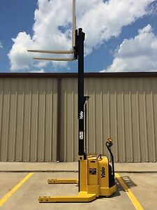 2009 Yale Walkie Stacker Walk Behind Forklift Straddle Lift Only 1405 Hours