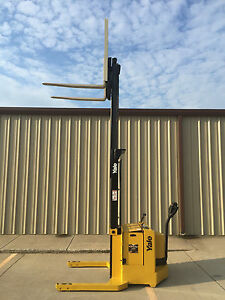 2002 Yale Walkie Stacker 24 Volt Straddle Walk Behind Forklift 3800 Lb Cap
