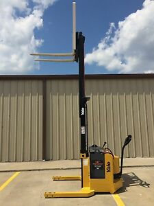2001 Yale Walkie Stacker 24 Volt Straddle Walk Behind Forklift 3800 Lb Cap