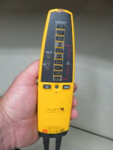 Fluke T Voltage Gfci Electrical Tester Meter With Light