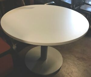 New contemporary Flexsteel Causeway 42 Round Conference White Table gray Base