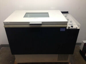 Lab line Model 3530 Refrigerated Incubator Shaker 9 Cu Ft