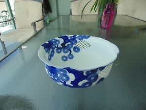 Fine Signed Asian Antique Chinese Japanese Porcelain Blue White Pierced Bowl