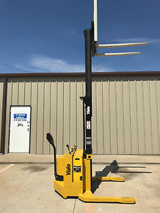 1999 Yale Walkie Stacker 12 Volt Straddle Walk Behind Forklift 2800 Lb