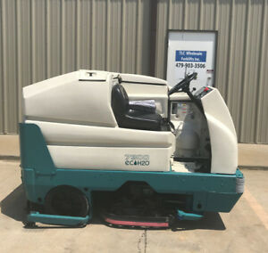 Tennant 7300 floor Scrubber Ride On Floor Scrubber Very Nice