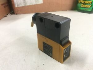 Omron Photoelectric Switch E3a2 r3m4 Used Warranty