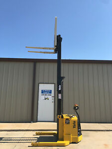 2009 Yale Walkie Stacker Walk Behind Forklift Straddle Lift Only 3698 Hours