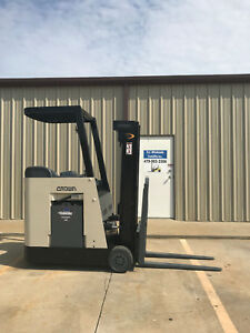 Crown Rc 3020 30 Forklift Stand Up Electric Reconditioned Battery Nice