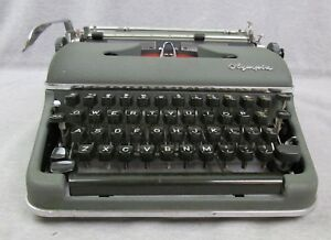 Vintage Olympia Deluxe Sm 3 1957 Green Manual Typewriter Case Made In Germany