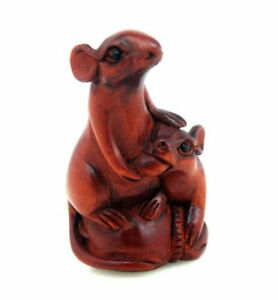 Boxwood Hand Carved Japanese Netsuke Sculpture Mouse Mom Feeding Baby Mouse