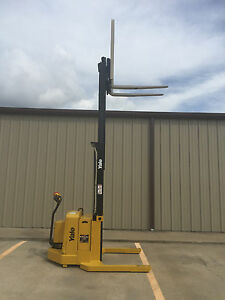 2004 Yale Walkie Stacker Walk Behind Forklift Straddle Lift only 989 Hours