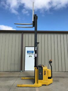 2004 Yale Walkie Stacker Walk Behind Forklift Straddle Lift Very Nice