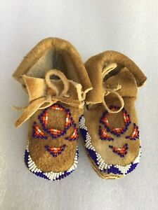 Antique Vintage Native American Indian Beaded Tribal Baby Boots Deerhide4 5in