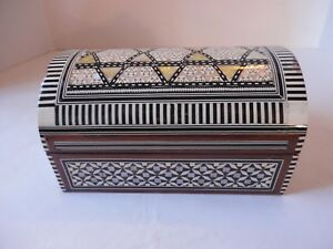Vintage Wood Trinket Jewelry Box With Patterned Inlay And Felt Lining