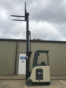 2008 Crown Rc 5500c 30 Forklift Stand Up Electric Dockstocker 12 419 Hours