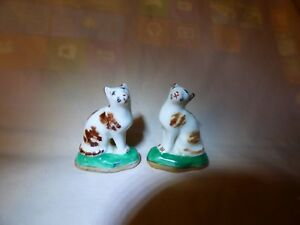Antique Staffordshire Pair Small Cat Figurines On Green Pillows Gilt Moogies
