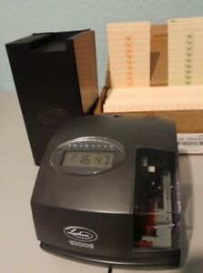 Lathem 1000e Electronic Time Clock Includes 300 Time Cards Rack W 24 Slots