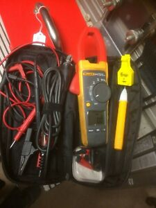 Fluke 374 True Rms Digital Clamp Meter With Accessories