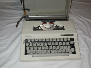 Royal Safari Iv Manual Typewriter Cream Made In Bulgaria
