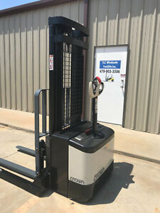 2007 Crown Ws 2300 Walkie Straddle Stacker Walk Behind Forklift