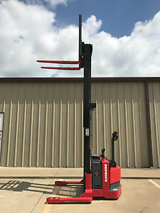 2004 Raymond Rss40 Walk Behind Forklift Straddle Stacker Lift 128 3750lb