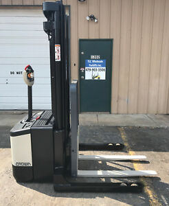 2006 Crown Ws 2300 Walkie Straddle Stacker Walk Behind Forklift