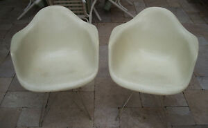 2 Mcm Vintage 1958 Herman Miller Fiberglass Shell Arm Chair With Eiffel Base