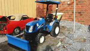 New Holland Tc21da 4x4 Four Wheel Drive Compact Tractor And Plow With Salt Sprea