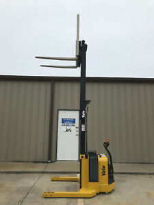 2010 Yale Walkie Stacker Walk Behind Forklift Straddle Lift Only 2459 Hours