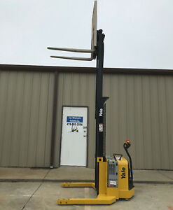 2009 Yale Walkie Stacker Walk Behind Forklift Straddle Lift Only 1272 Hours