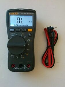 Fluke 117 True Rms Digital Handheld Multimeter Dmm Test Lead Probes Nice