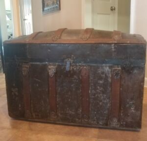 Antique Trunk Dome Top Round Hump Camel