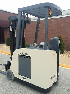 2007 Crown Rc 5500c 30 Forklift Stand Up Electric Dock Stocker Forklift