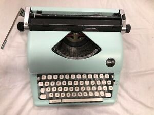 Typecast Retro Typewriter By We R Memory Keepers Cool Mint Retro Color