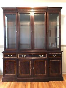 1990s Traditional Stickley Classic Mahogany Buffet With Beveled Glass China Top