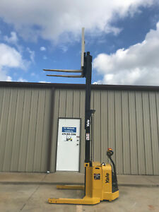 2009 Yale Walkie Stacker Walk Behind Forklift Straddle Lift Only 3679 Hours