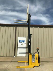 2009 Yale Walkie Stacker Walk Behind Forklift Straddle Lift Only 3008 Hours
