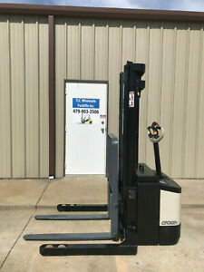2007 Crown Ws 2300 Walkie Straddle Stacker Walk Behind Forklift Pallet Lift