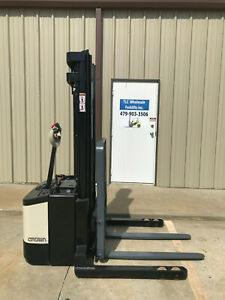 2009 Crown Ws 2300 Walkie Straddle Stacker Walk Behind Forklift Pallet Lift