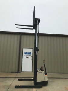 2017 Crown Sx 3000 40 Walkie Straddle Stacker Walk Behind Forklift 568 Hours