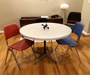 Vintage Herman Miller Aluminum Table And Six Knoll Stacking Chairs
