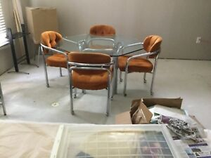 Mid Century Modern Chrome And Glass Table With 4 Chairs