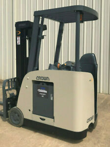 2007 Crown Rc 5500c 30 Forklift Stand Up Electric Dockstocker 11 028 Hours